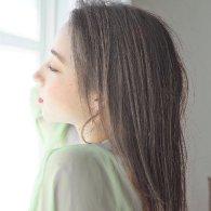 透け感グレージュのナチュラルヘア