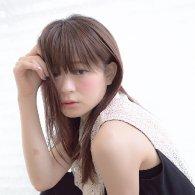 コーラルカラー×ストレートタッチのセミロング【vicca 萩原】