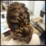編み込みまとめ髪